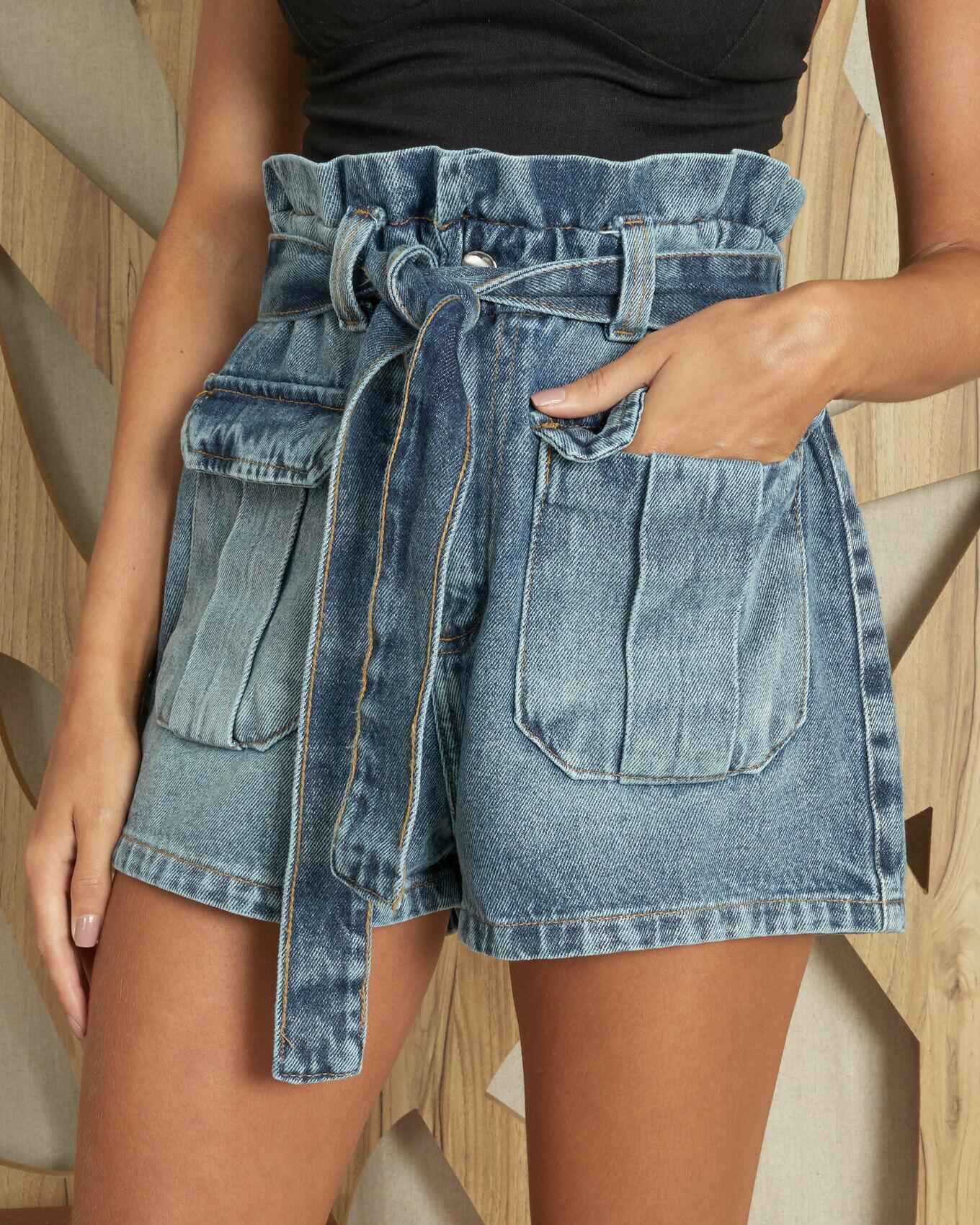 Bermuda jeans clochard com faixa