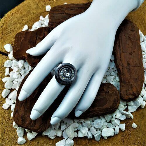 Anel rococó com pedra ródio negro
