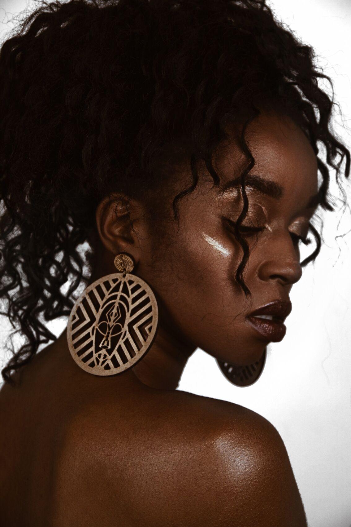 Brinco Máscara Africana MDF